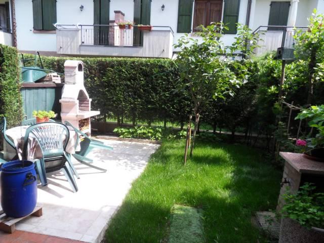 Villetta a schiera in buone condizioni parzialmente arredato in vendita Rif. 7298221