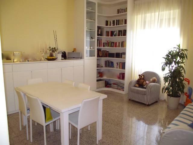 Appartamento in vendita 3 vani 115 mq.  via Valdinievole Roma