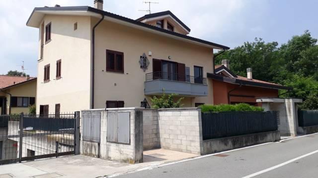 Appartamento in buone condizioni in affitto Rif. 7296275