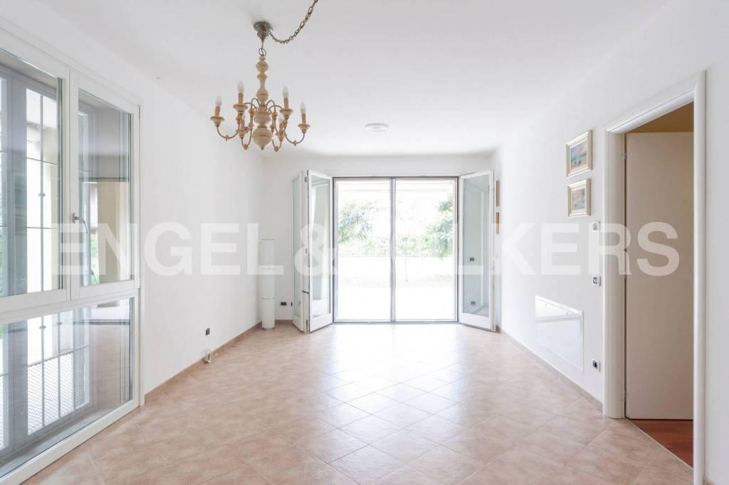Appartamento in ottime condizioni parzialmente arredato in vendita Rif. 7300819