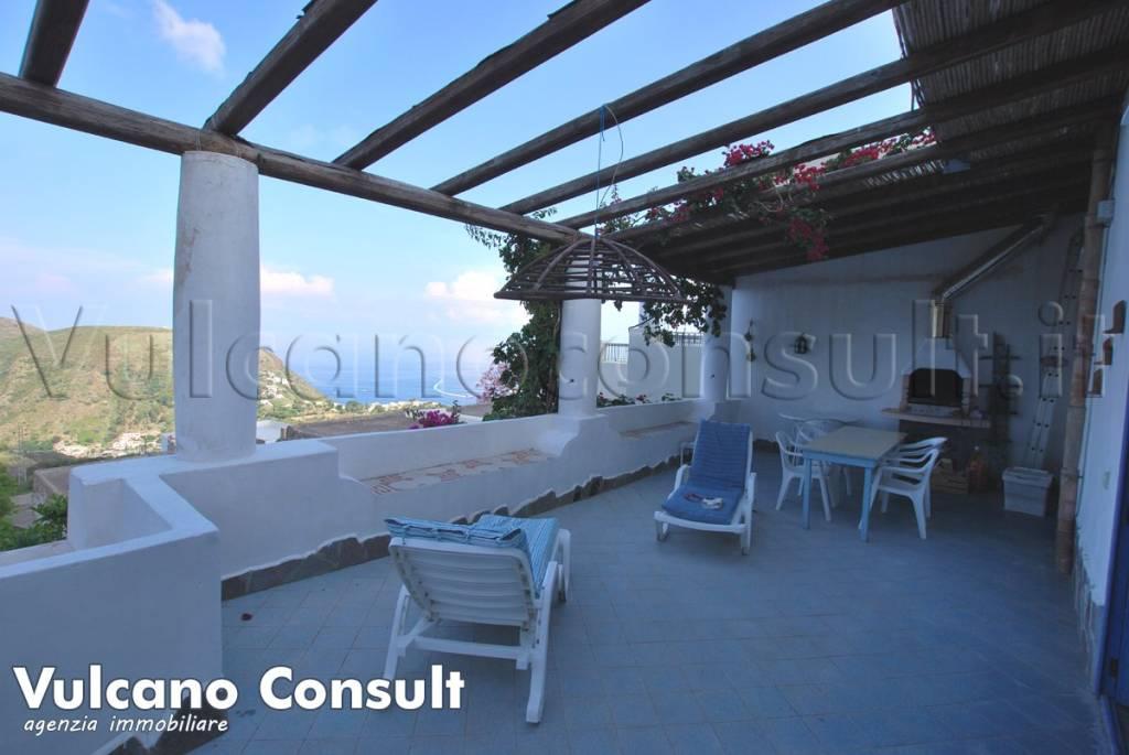 Appartamento in buone condizioni parzialmente arredato in vendita Rif. 8078484