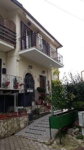 Appartamento in buone condizioni in vendita Rif. 7309608