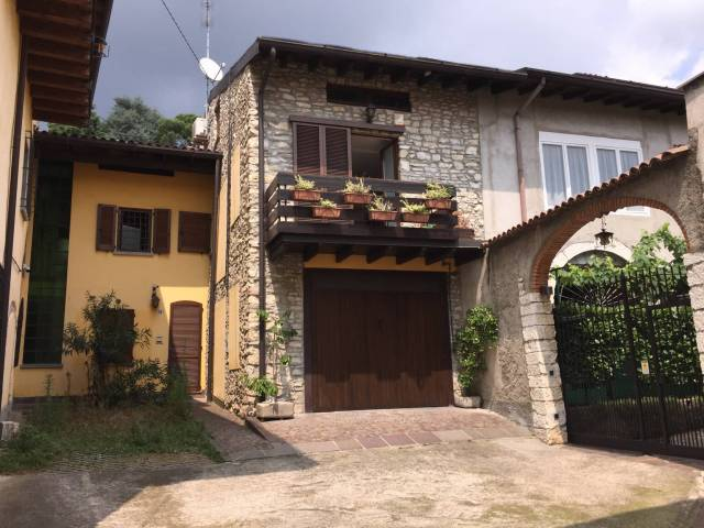 Casa Indipendente in ottime condizioni in vendita Rif. 7316357