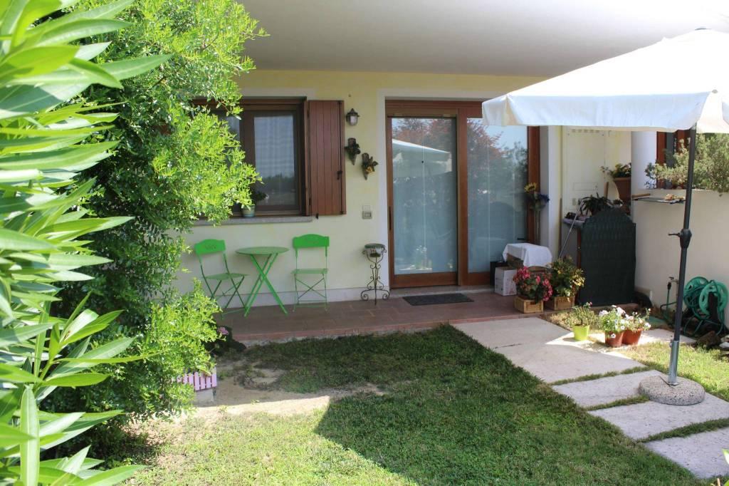 Appartamento in buone condizioni parzialmente arredato in vendita Rif. 7323251