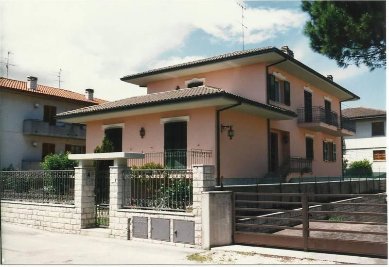 Villa Fano Vendita 400 mq riscaldamento autonomo cucina ...