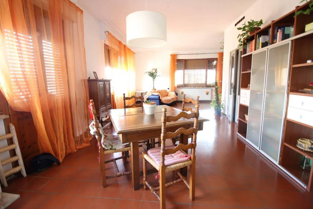 Appartamento in buone condizioni in vendita Rif. 7323815