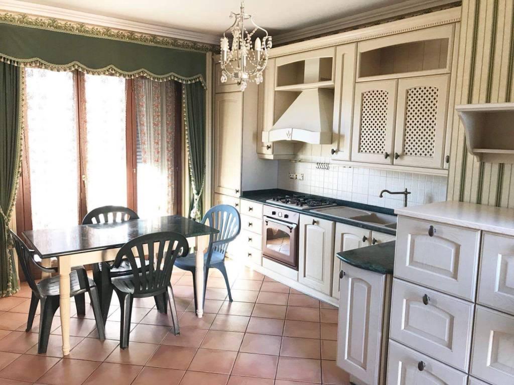 Appartamento in buone condizioni arredato in affitto Rif. 7326477