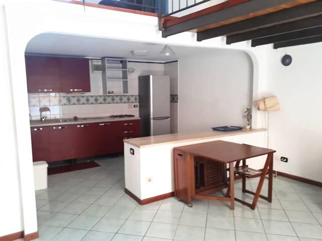 Appartamento in buone condizioni parzialmente arredato in affitto Rif. 7323366