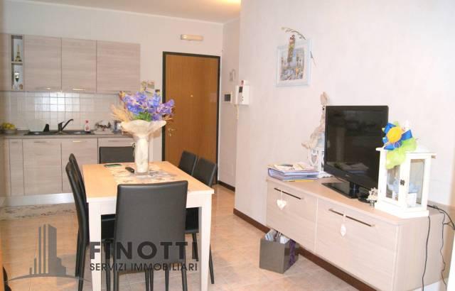 Appartamento in buone condizioni parzialmente arredato in vendita Rif. 7325345
