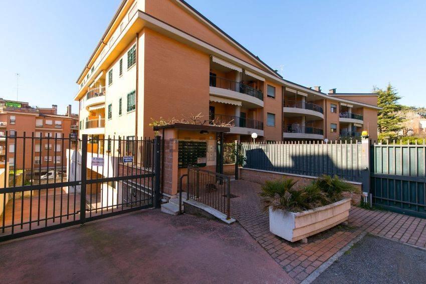 Appartamento in buone condizioni parzialmente arredato in affitto Rif. 7322341