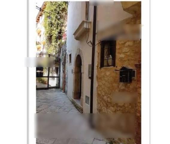 Appartamento in buone condizioni parzialmente arredato in vendita Rif. 7324275