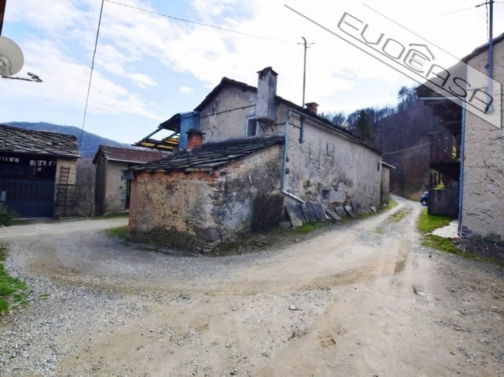 Foto 1 di Rustico / Casale via Roccapiatta, frazione San Bartolomeo, Prarostino