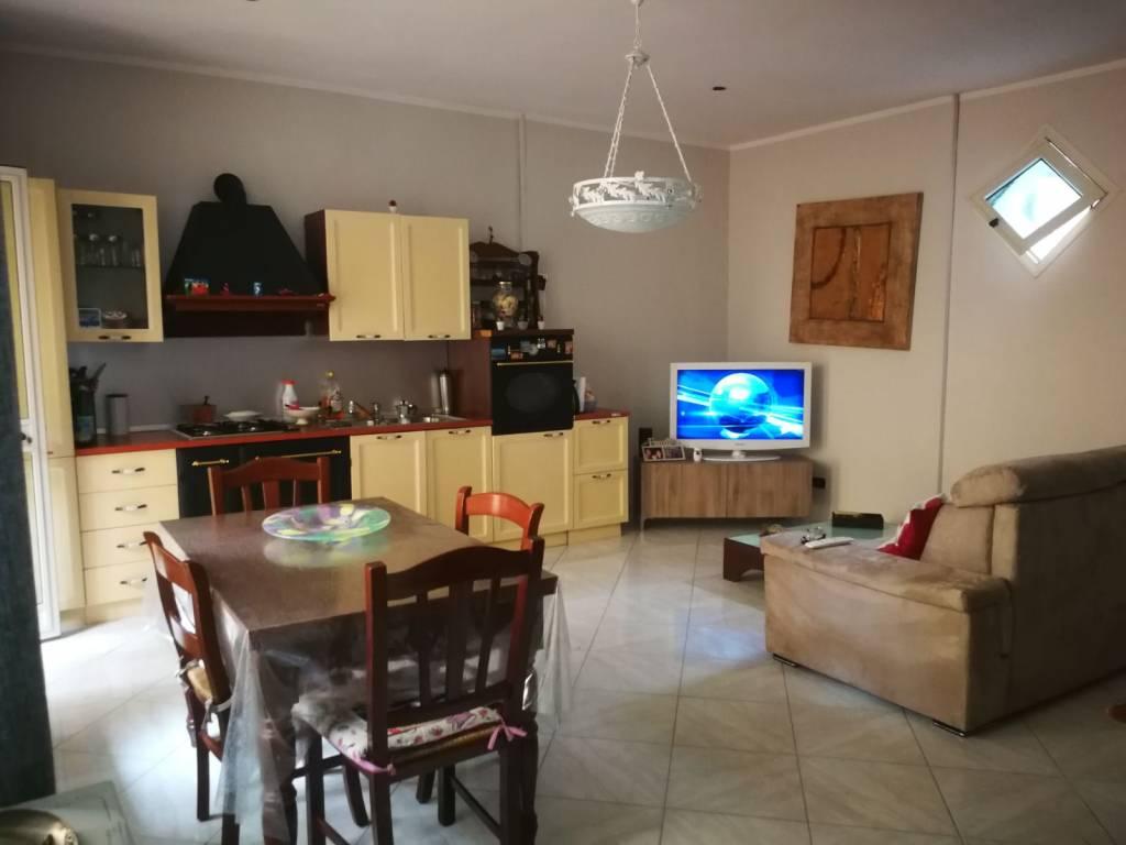 Appartamento in buone condizioni in vendita Rif. 7323368