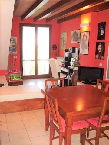 Appartamento in ottime condizioni arredato in vendita Rif. 7326458