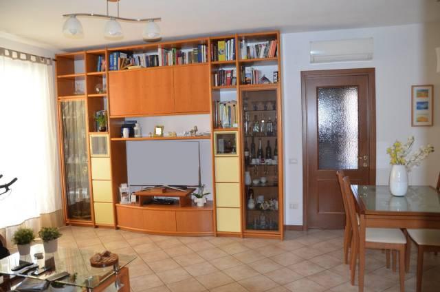 Appartamento in buone condizioni in vendita Rif. 7336673