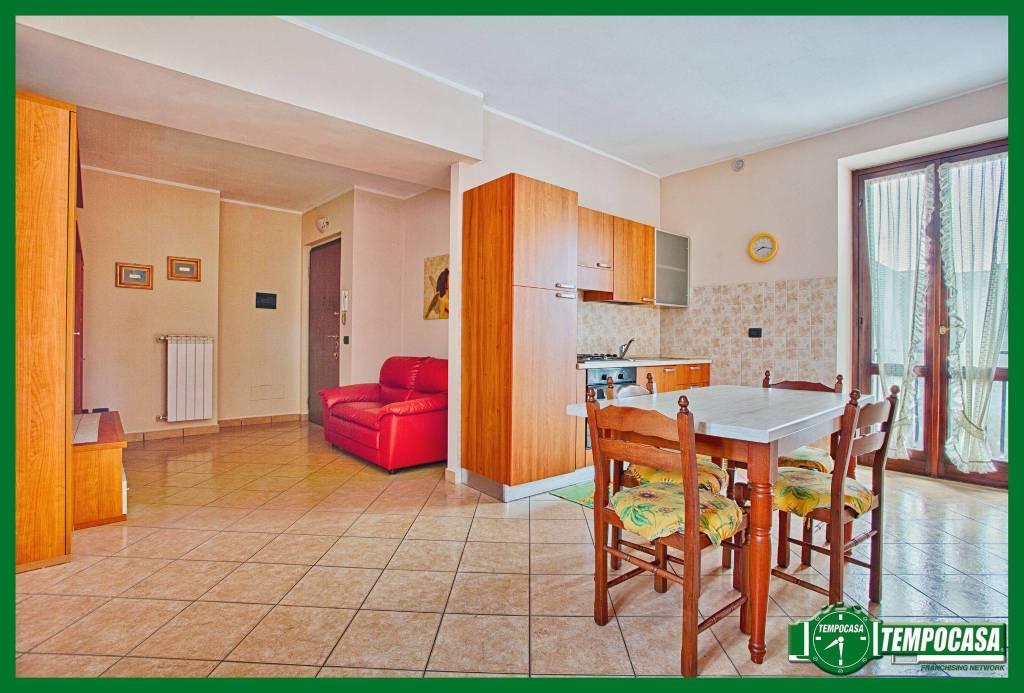Appartamento in buone condizioni arredato in vendita Rif. 8914657