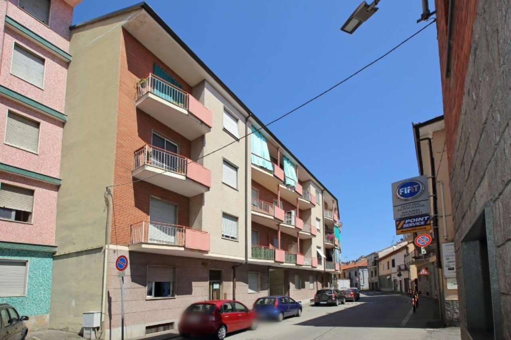 Appartamento da ristrutturare in vendita Rif. 9447393