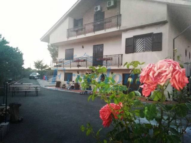 Villa in Vendita a Nicolosi Centro: 5 locali, 300 mq
