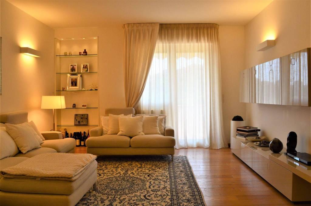 Appartamento in ottime condizioni in vendita Rif. 8133023
