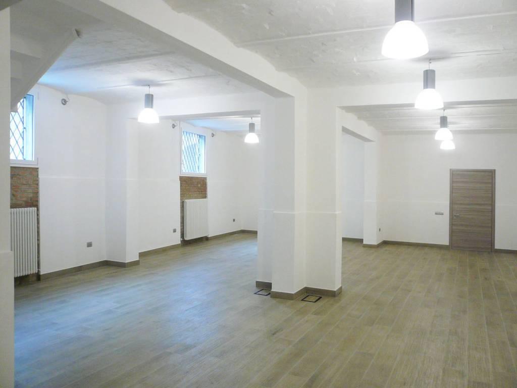 Laboratorio/ufficio ristrutturato in via Borgo dei Leoni Rif. 7334041