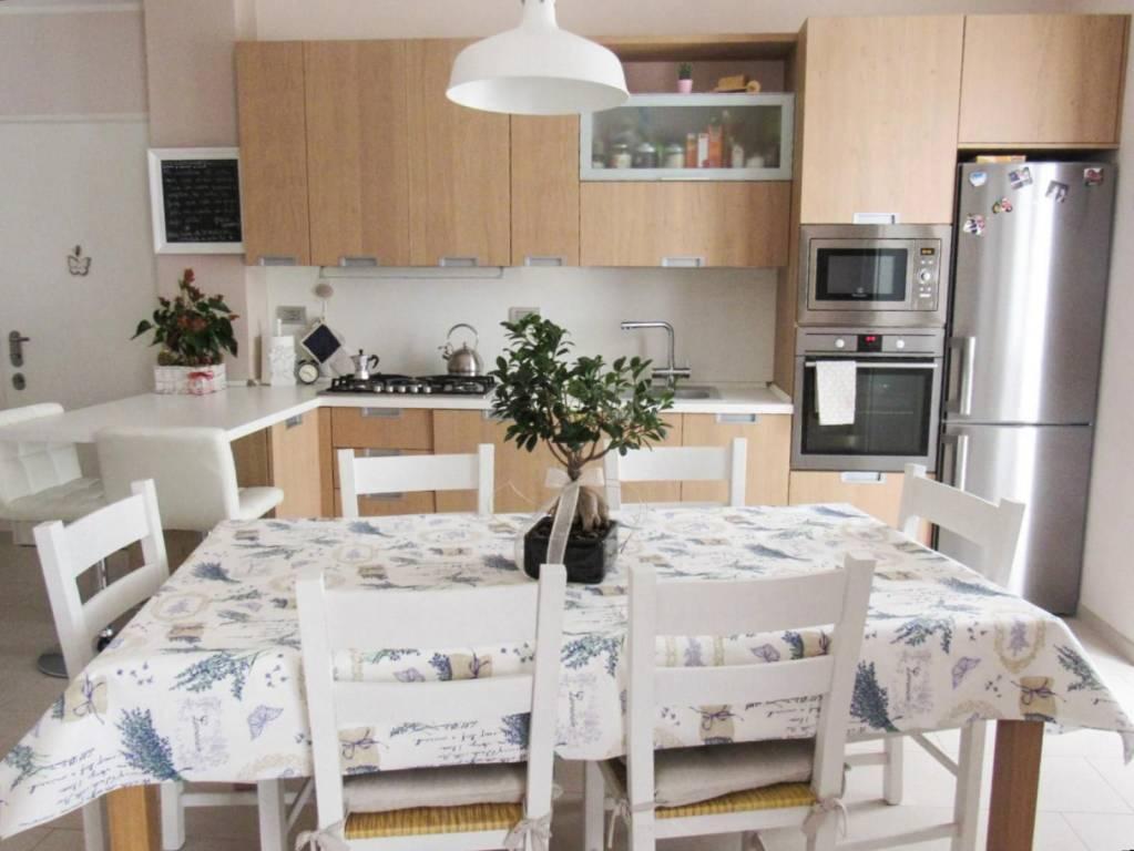 Appartamento in ottime condizioni in vendita Rif. 8760605