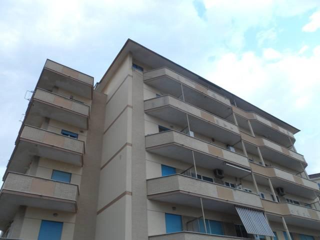 Appartamento in buone condizioni arredato in affitto Rif. 7334596