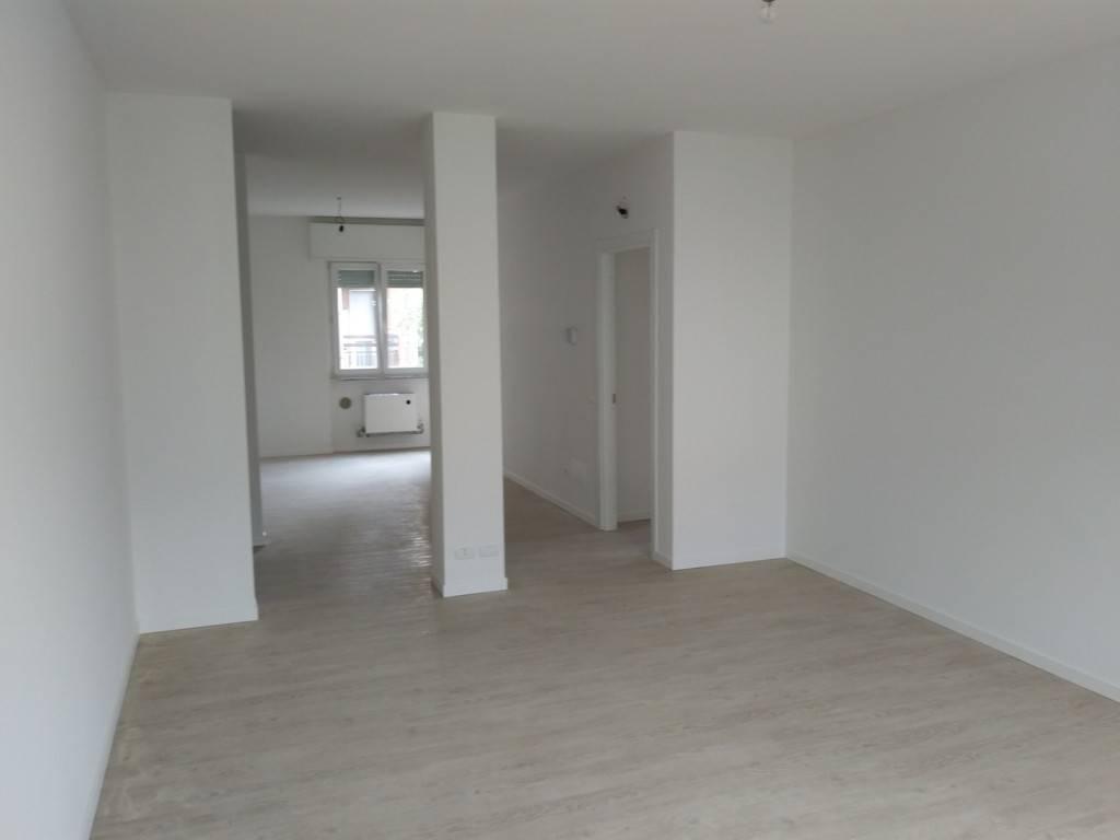 Appartamento in ottime condizioni in affitto Rif. 8138150