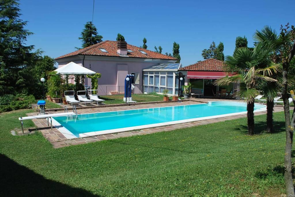 Villa in vendita a Alba, 9 locali, prezzo € 850.000 | PortaleAgenzieImmobiliari.it