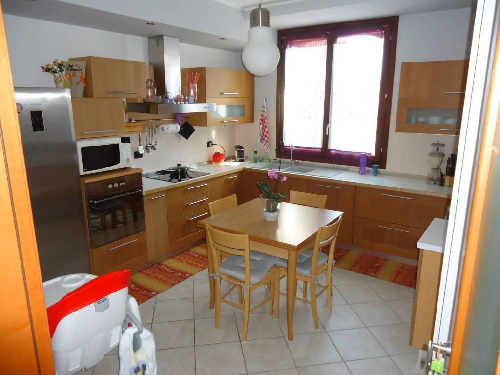 Appartamento in ottime condizioni in vendita Rif. 7335787