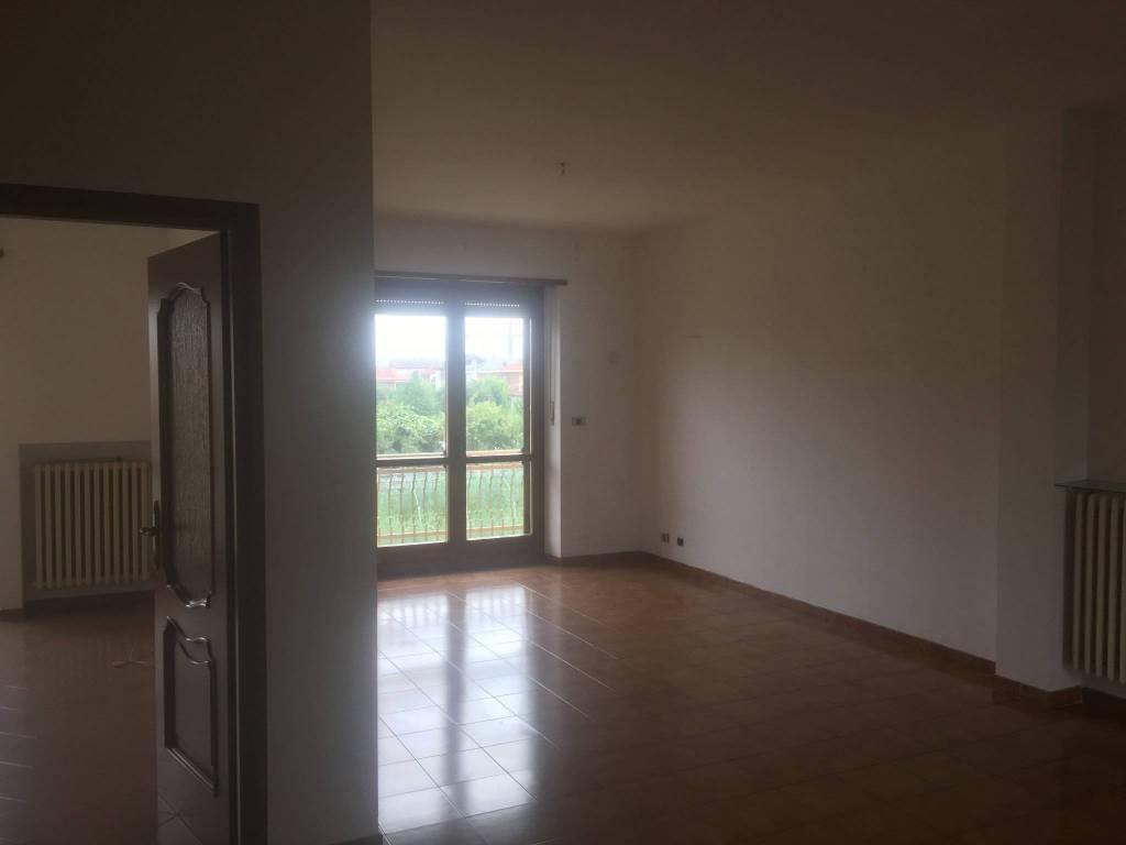Appartamento in buone condizioni in affitto Rif. 7653925