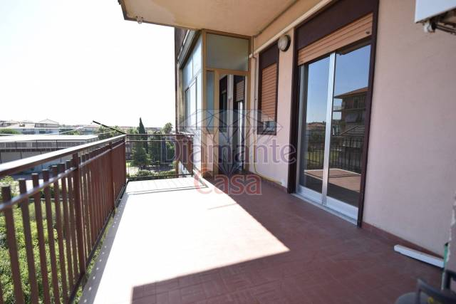 Appartamento in Affitto a Catania Periferia: 5 locali, 120 mq