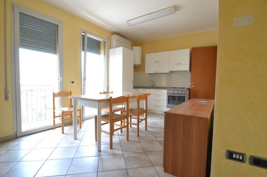 Appartamento in ottime condizioni arredato in vendita Rif. 7346841