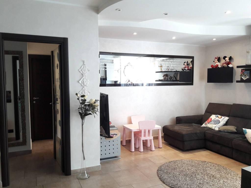 Appartamento in ottime condizioni arredato in affitto Rif. 8522945