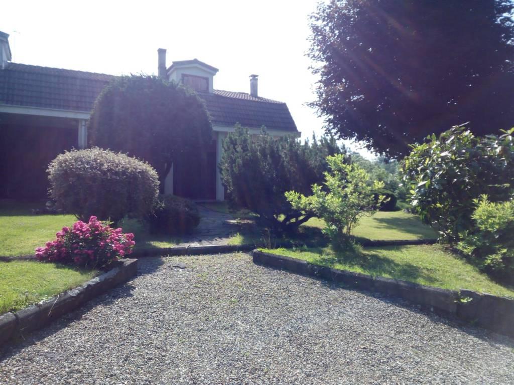 Villetta a schiera in buone condizioni in vendita Rif. 7348038