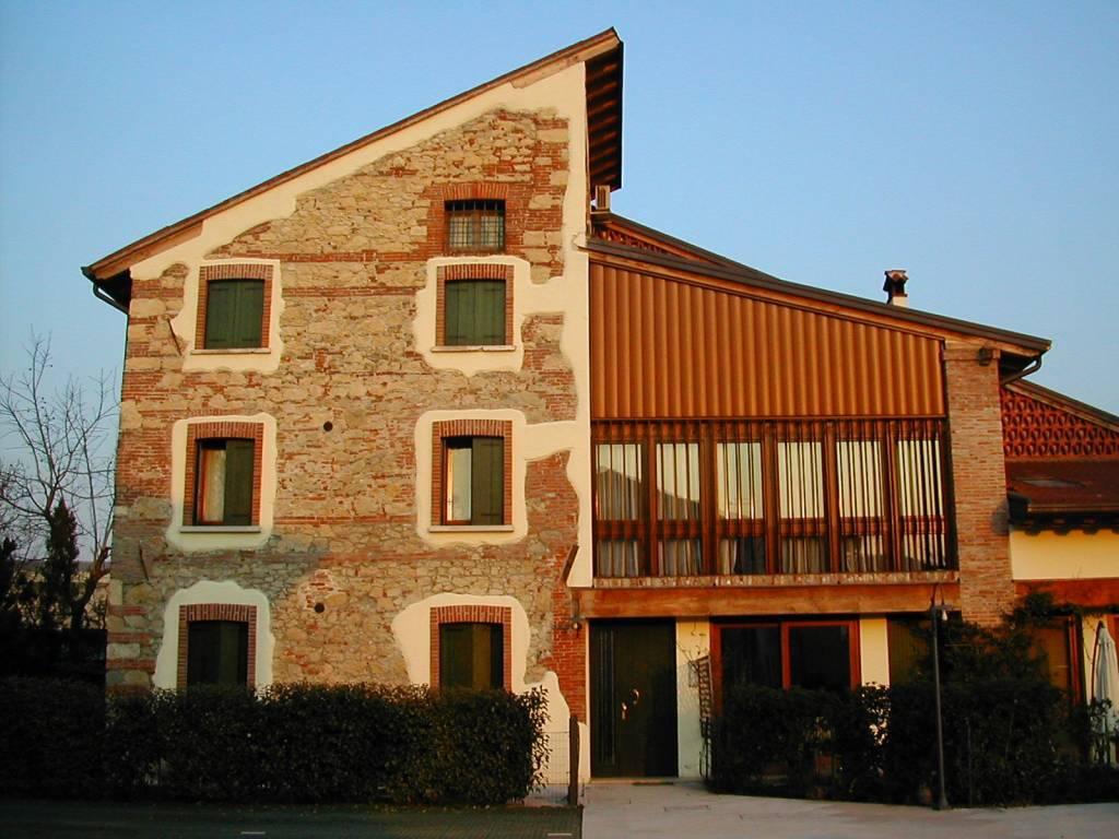 Appartamento in ottime condizioni parzialmente arredato in vendita Rif. 7345594