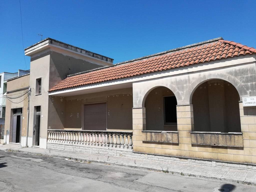 Appartamento da ristrutturare arredato in vendita Rif. 7348287