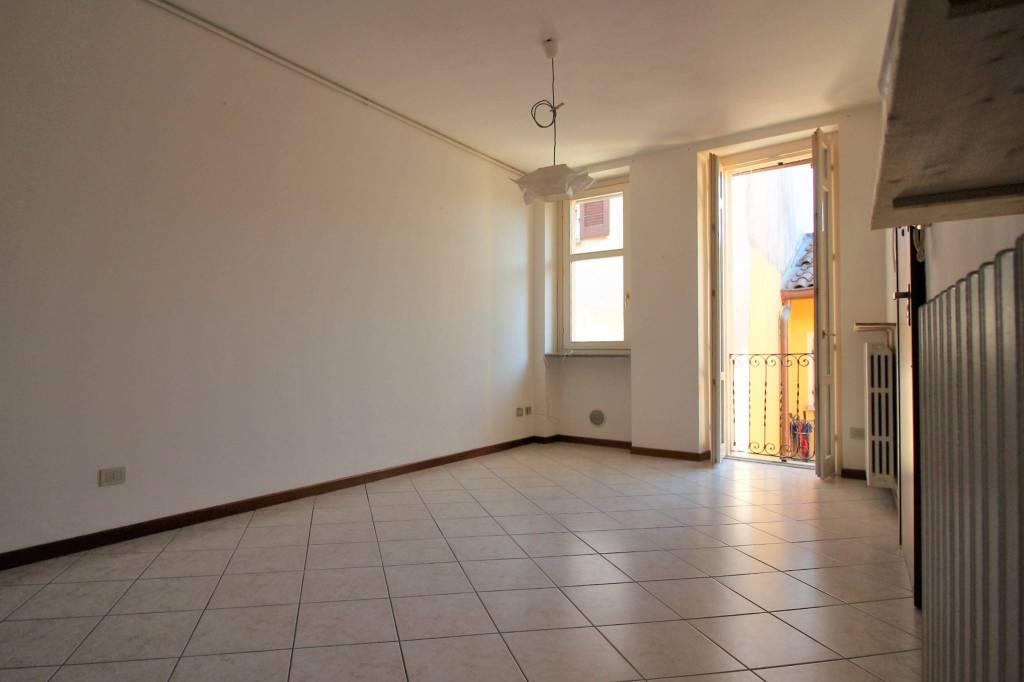 Appartamento in buone condizioni in affitto Rif. 8410357
