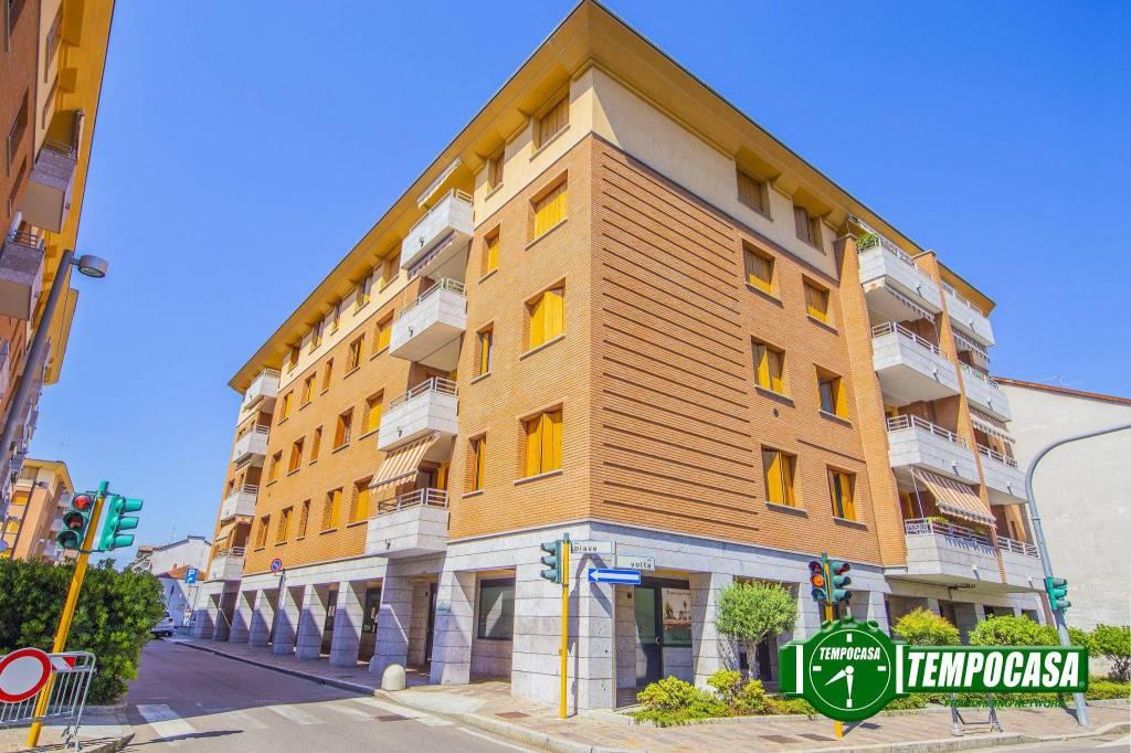 Appartamento in ottime condizioni parzialmente arredato in vendita Rif. 7350089