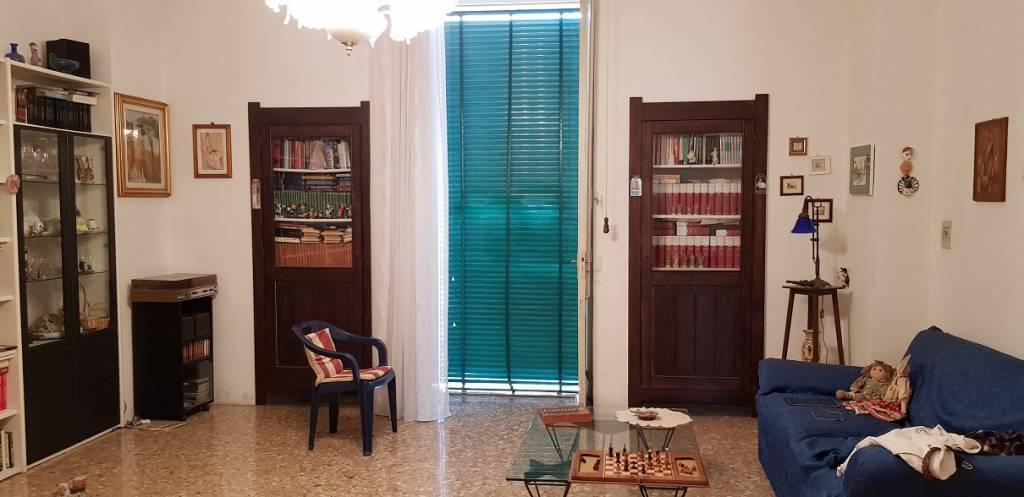 Appartamento in buone condizioni in vendita Rif. 7348624