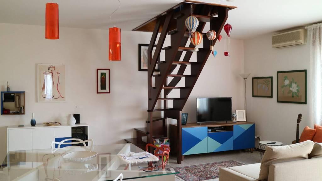 Appartamento in buone condizioni in vendita Rif. 5905865