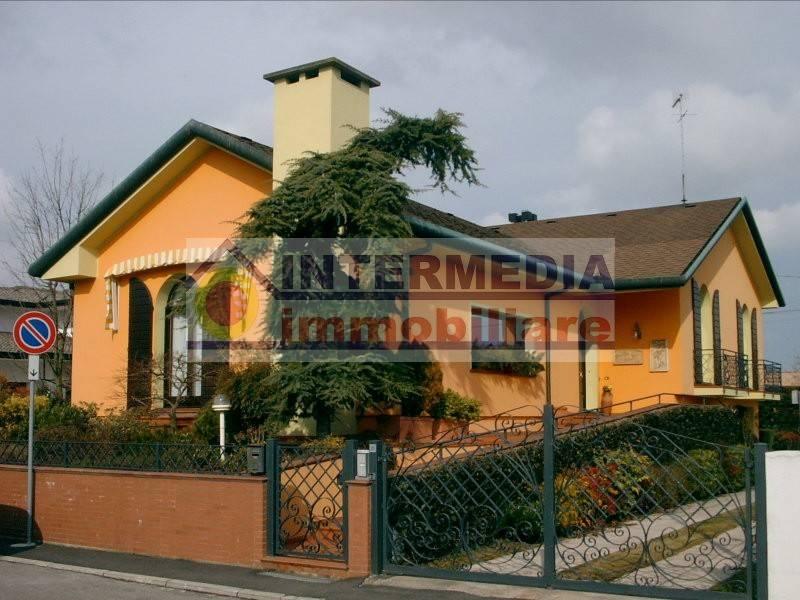 Villa in ottime condizioni in vendita Rif. 7345754