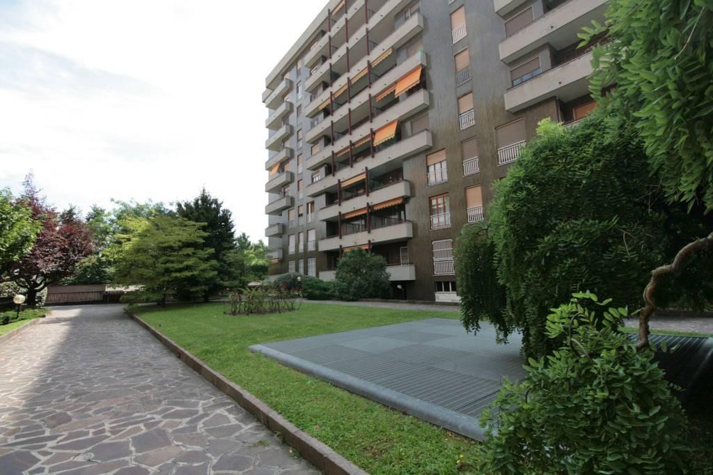 Appartamento in ottime condizioni in vendita Rif. 7347749