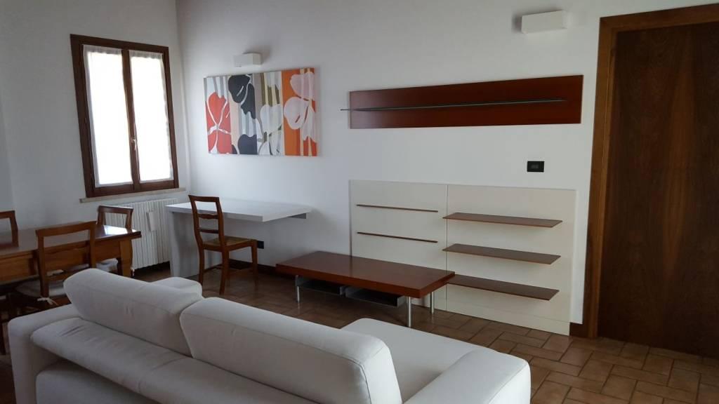Appartamento in ottime condizioni parzialmente arredato in vendita Rif. 7349020