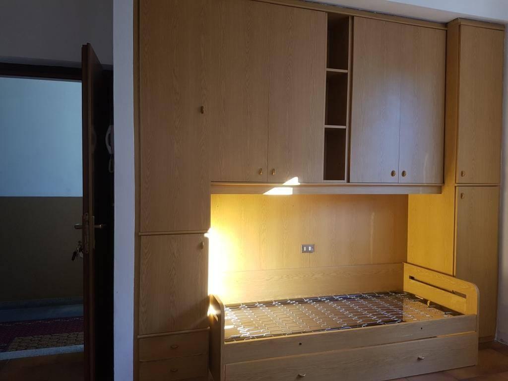 Appartamento in buone condizioni arredato in affitto Rif. 7348015