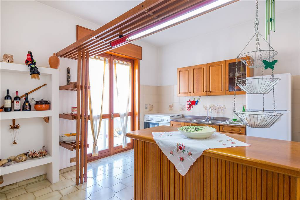 Appartamento in buone condizioni parzialmente arredato in vendita Rif. 8493013