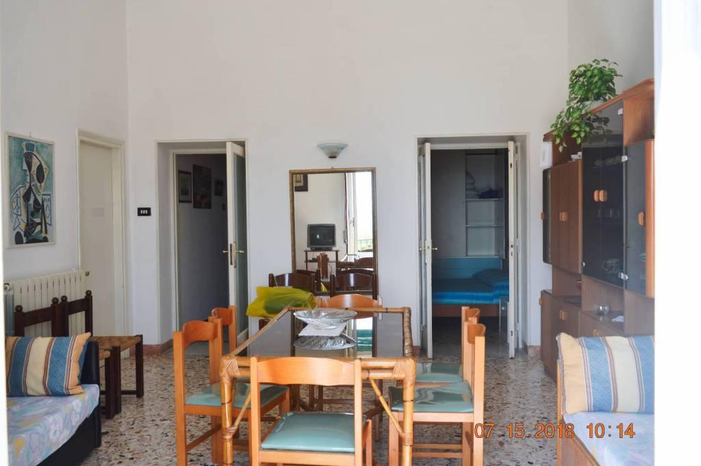 Appartamento in buone condizioni arredato in affitto Rif. 7374951