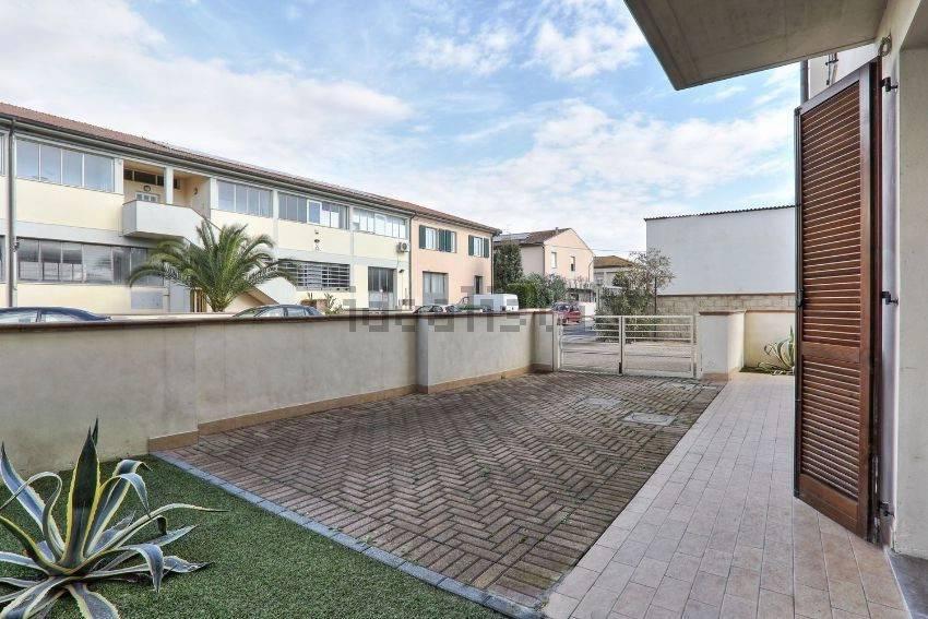 Appartamento parzialmente arredato in vendita Rif. 7594141