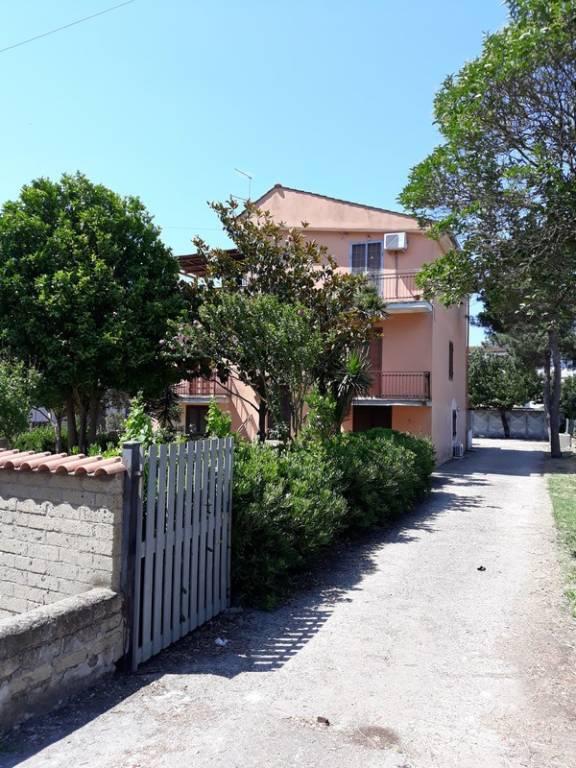 Appartamento in buone condizioni in affitto Rif. 7360153