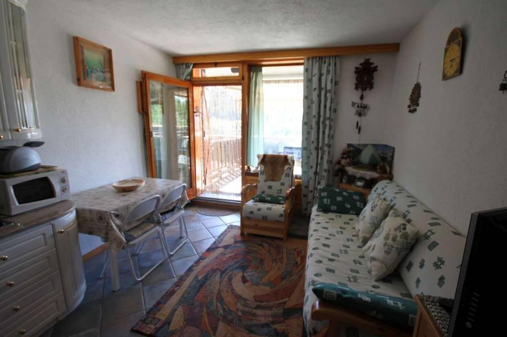 Appartamento in buone condizioni arredato in vendita Rif. 7363286