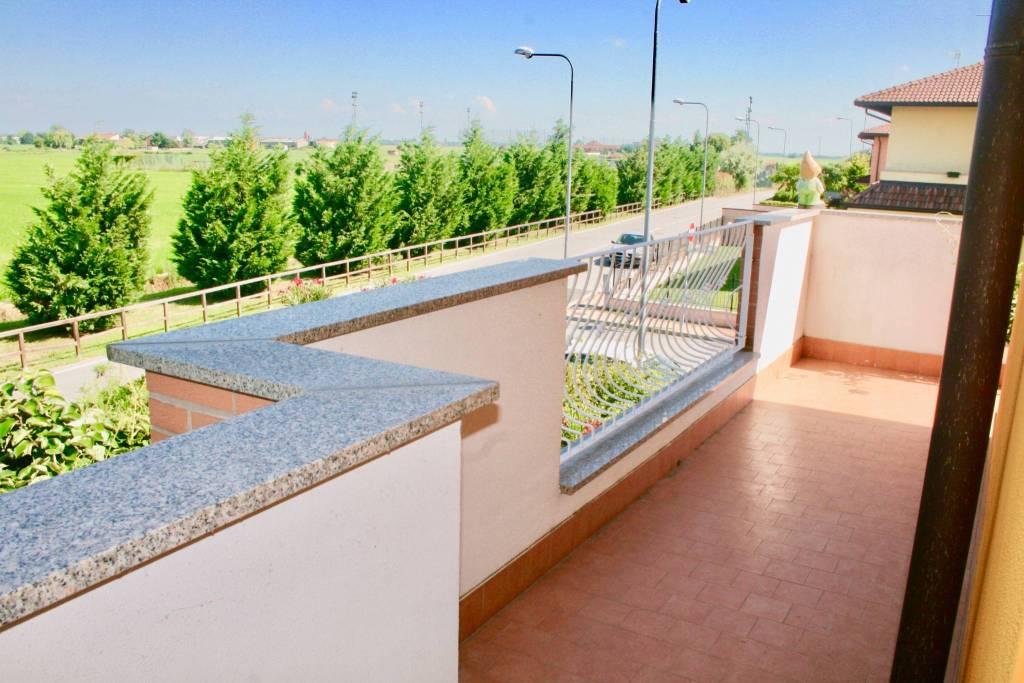 Appartamento in ottime condizioni in affitto Rif. 7359827